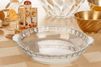 ظرف مخصوص پخت و پز نازنین محصول کارخانه بلور و شیشه اصفهان